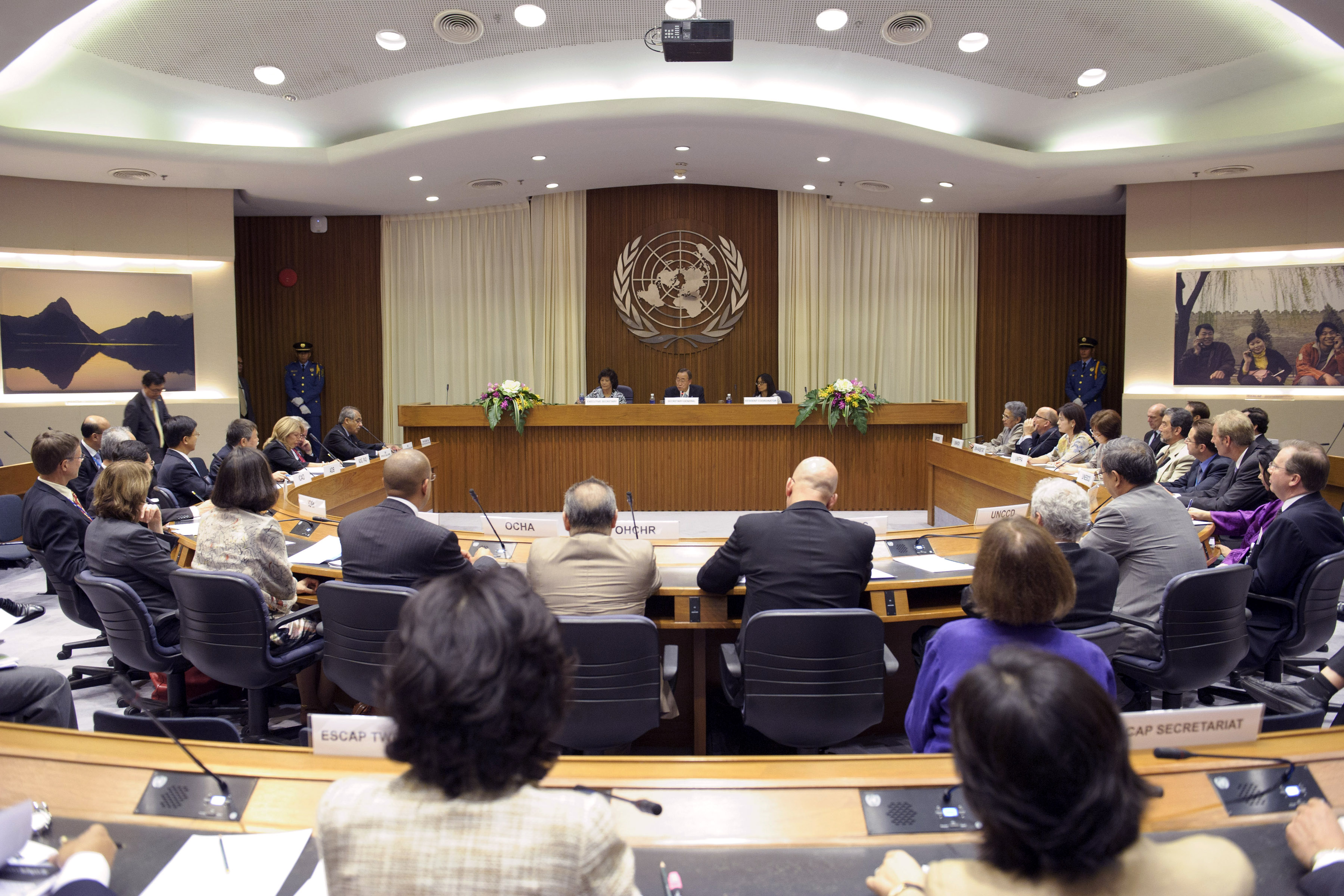 Secreatary-General Meets with Heads of Agencies at ESCAP