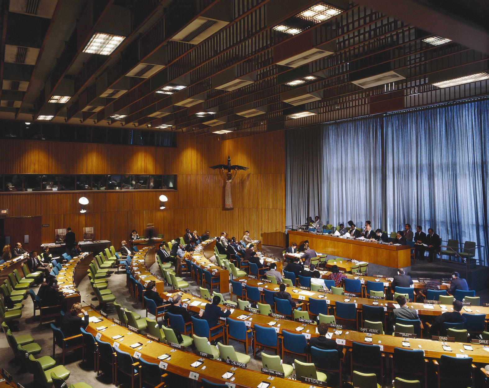A general view of the Trusteeship Council Chamber at United Nations Headquarters. [1993]